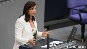 Katrin Göring-Eckardt am Rednerpult des Bundestags (Foto: Getty Images)