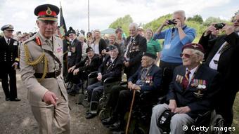 Принц Уельський Чарльз зустрічається з ветеранами