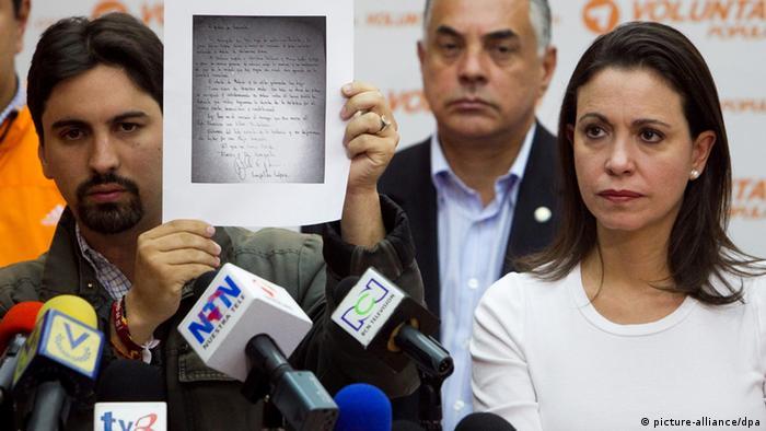 Freddy Guevara (izq) en imagen de archivo junto a María Corina Machado