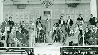 Richard Strauss leads the Vienna State Opera Orchestra