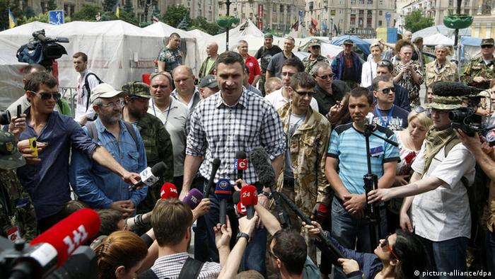 JUNE 1, 2014. The UDAR Party's leader Vitali Klitschko (C), the new Mayor of Kyiv, talks to reporters at a people's gathering in Kyiv's Independence Square. (Photo ITAR-TASS / Maxim Nikitin)