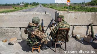 Donbass militia checkpoint near the village of Semyonovka outside Slavyansk. (Photo: Andrey Stenin/RIA Novosti)