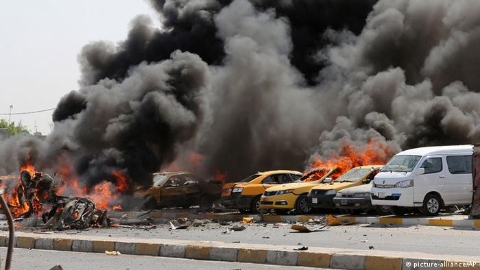 Autobombenexplosion in Bagdad (Foto: picture-alliance/AP)