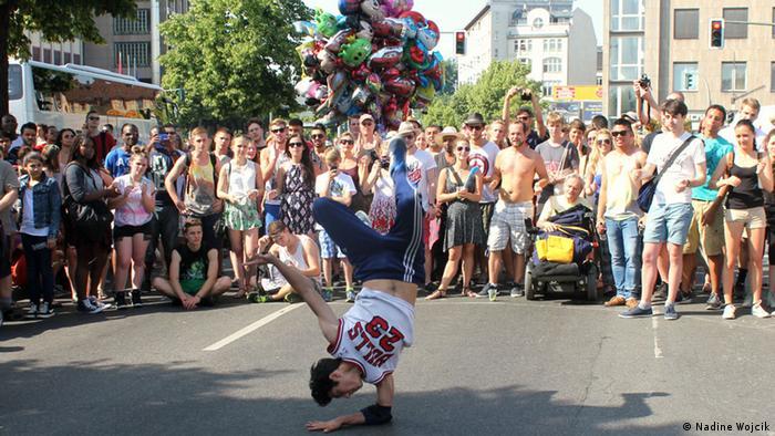A dancing street artist in Kreuzberg