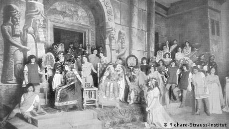 A sketch shows Strauss and an audience