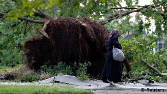 Οι ισχυροί άνεμοι ξερίζωσαν δέντρα στη Β. Ρηνανία-Βεστφαλία
