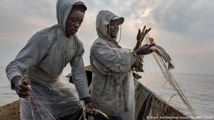Two fishermen in their boat on Lake Edward, Virunga-Nationalpark in DRC. (Brent Stirton/Getty Images for WWF-Canon)