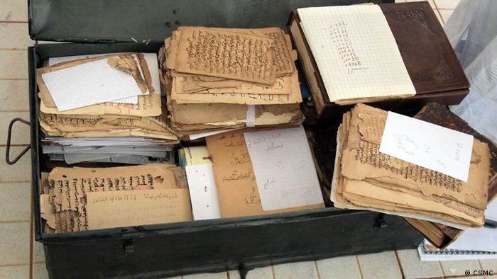 La antigua ciudad de Tombuctú en Malí también sufrió recientemente a manos de los ocupantes islamistas. A pesar de los daños sufridos, se salvaron algunas de sus más preciadas reliquias en la Gran Biblioteca de Tombuctú. Un erudito local y líder de la comunidad, Abdel Kader Haidara, consiguó salvar miles de libros y manuscritos antiguos; muchos de ellos están siendo restaurados en Hamburgo.