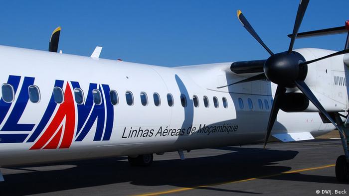 Mosambik Flugzeug der Fluggesellschaft LAM