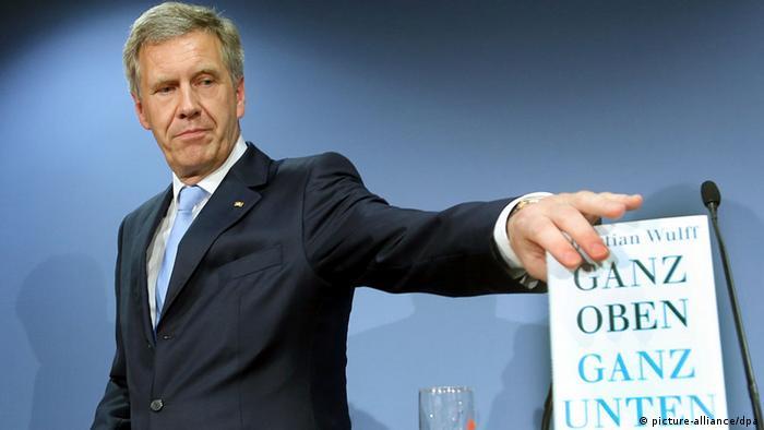 Ehemaliger Bundespräsident Christian Wulff stellt Buch vor Ganz oben ganz unten