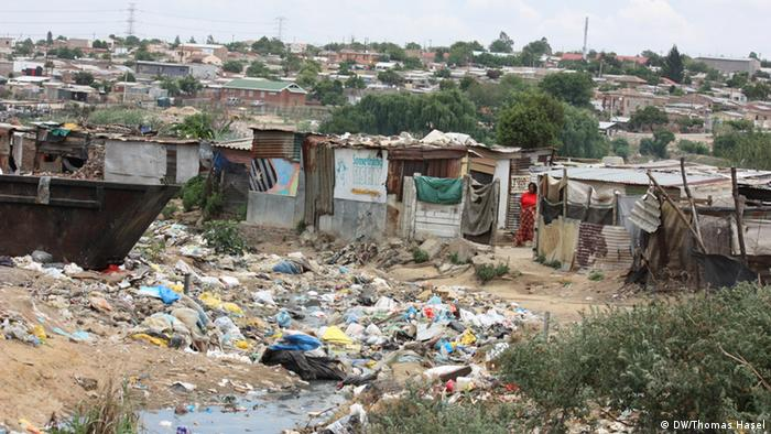South African township Diepsloot, copyright: DW/Thomas Hasel