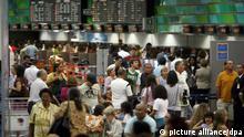 Brasilien Flughafen Streik Passagiere Symbolbild wartende Passagiere
