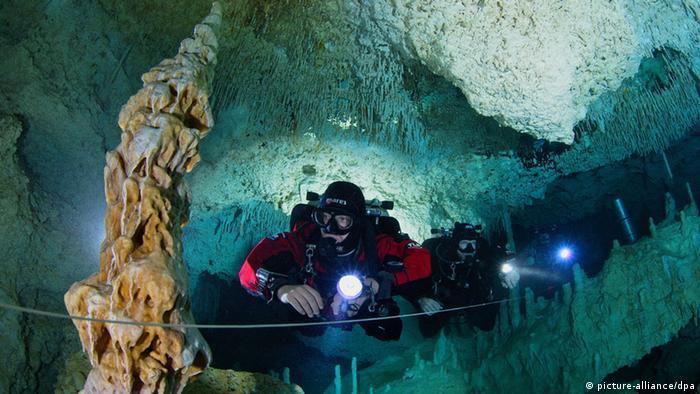 Höhle Cenote Las Calaveras in Mexiko