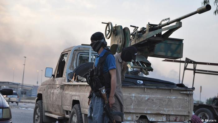 ISIS-Kämpfer an einem Checkpoint bei Mosul