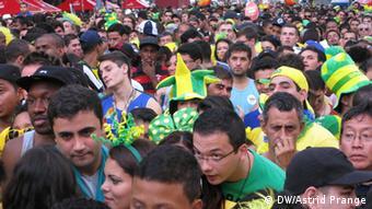Al comienzo del partido contra Croacia los hinchas brasileños estaban nerviosos.