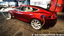 Bildunterschrift:The Tesla Model S electric car during the the second press preview day at the 2010 North American International Auto Show January 12, 2010 at Cobo Center in Detroit, Michigan. AFP PHOTO/Stan HONDA (Photo credit should read STAN HONDA/AFP/Getty Images)