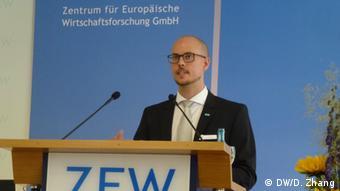 Philipp Böing Zentrum für Europäische Wirtschaftsforschung - Philipp Böing, Mitarbeiter beim ZEW auf dem Wirtschaftsforum des ZEW (Zentrum für Europäische Wirtschaftsforschung) Copyright: DW/Danhong Zhang