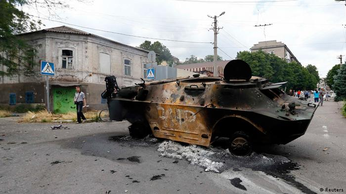 A burnt-out separatists' vehicle in Mariupol Photo: REUTERS/Shamil Zhumatov