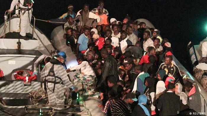 Libyen Flüchtlinge von italienischer Marine gerettet