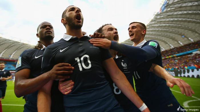 A França estreou neste domingo (16 06) com vitória tranquila por 3 a 0  contra Honduras 7de2bc85e141d