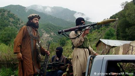 Pakistan Waziristan Taliban Kämpfer ARCHIV 2012 (picture-alliance/AP Photo)