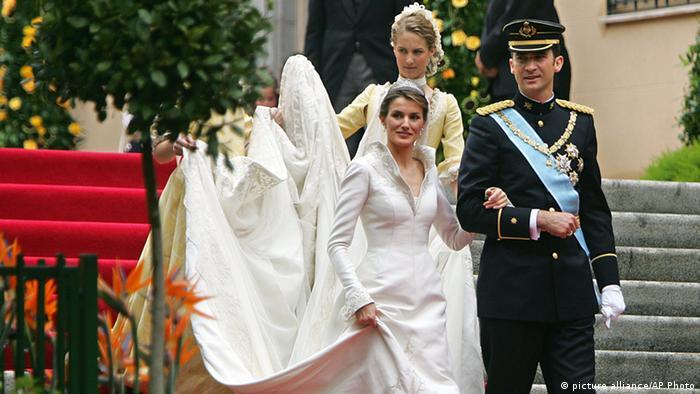 Prinz Felipe und Prinzessin Letizia bei der Hochzeit 2004. (Foto: picture alliance/AP Photo)