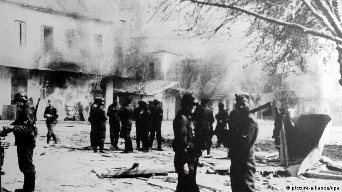 SS-Massaker im griechischen Distomo 1944 (picture-alliance/dpa)