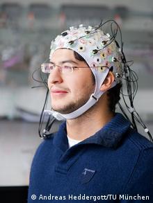 Bidang berbeda dapat diuntungkan oleh hasil periset Brainflight yang melekatkan elektroda pada otak seorang pilot