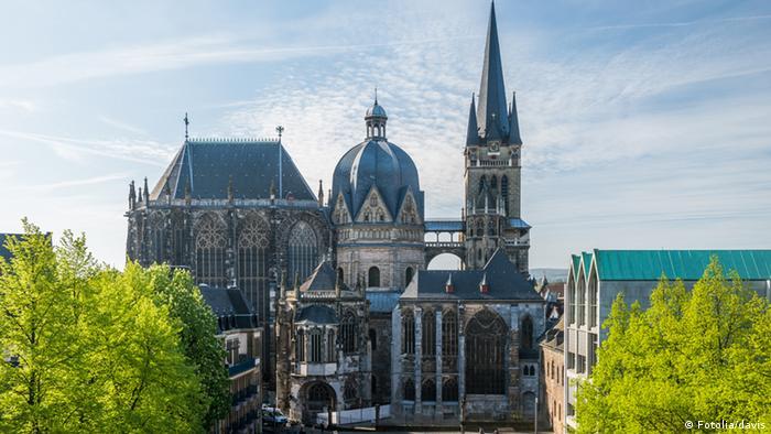 Inside Aachen Aachener Dom (Fotolia/davis)