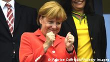 Bildunterschrift:German Chancellor Angela Merkel gestures during the Group G football match between Germany and Portugal at the Fonte Nova Arena in Salvador on June 16, 2014, during the 2014 FIFA World Cup. AFP PHOTO / FABRICE COFFRINI (Photo credit should read FABRICE COFFRINI/AFP/Getty Images)