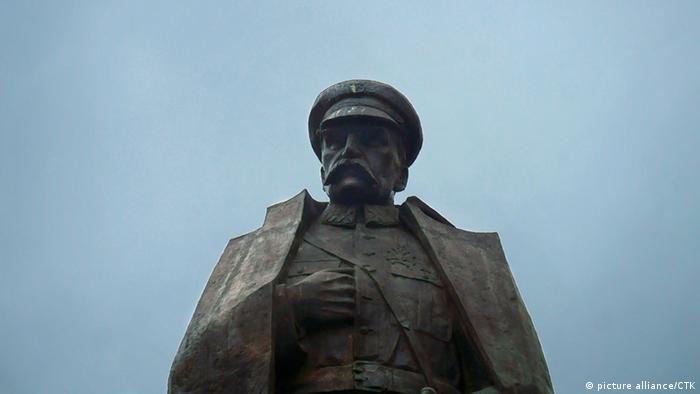 Jozef Pilsudski Statue Denkmal