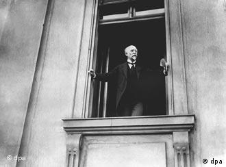 فیلیپ شایدمن در سال 1918 از بالکن رایشتاک جمهوریت را اعلام کرد.