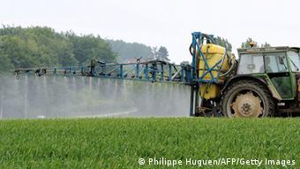 Symbolbild Pestizide in der Landwirtschaft