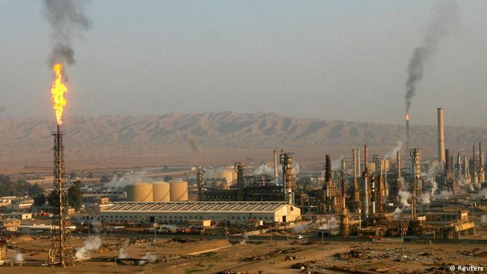Ölraffinerie in Baiji Irak ARCHIVBILD