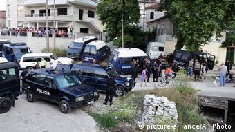 Έφοδος της αστυνομίας στο χωριό Λαζαράτι το 2014