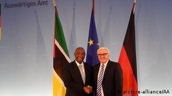 Deutschland Mosambik Außenminister Oldemiro Marques Baloi bei Frank-Walter Steinmeier in Berlin