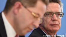 Bundesinnenminister Thomas de Maiziere (CDU, r) und Hans-Georg Maaßen, der Präsident des Bundesamtes für Verfassungsschutz, stellen am 18.06.2014 auf einer Pressekonferenz in Berlin den Verfassungsschutzbericht 2013 vor. Foto: Tim Brakemeier/dpa +++(c) dpa - Bildfunk+++