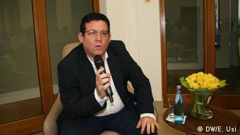 El escritor cubano Amir Valle.