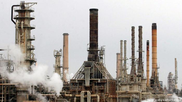 Ölraffinerie in Baidschi (Archivfoto: dpa)