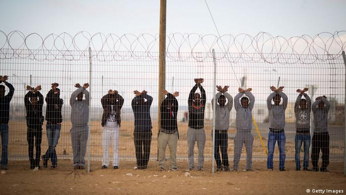 African refugees in Holot protest against their detention