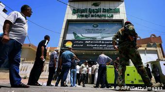 Ουρά έξω από τα γραφεία των ιρακινών αερογραμμών για να εγκαταλείψουν τη χώρα