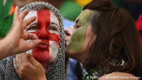 FIFA WM 2014 England Fans Kuss