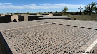Имена погибших немецких солдат на военном кладбище в Россошке