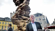 Anthony Cragg mit Skulptur Mean Average 20.06.2014 in Bonn