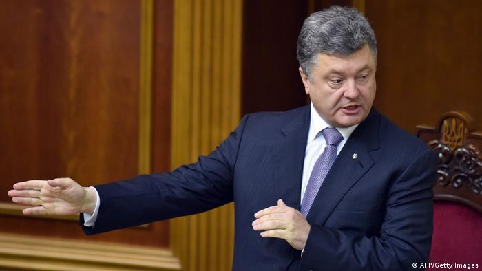 Сегодня Порошенко внес в Раду поправки в конституцию о децентрализации власти