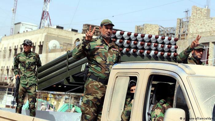 شبهنظامیان شعیه عراق. یک مقام عراق میگوید، سردار قاسم سلیمانی سلاحهای سبک و نیمهسنگین، موشک و تیربارهای سنگین و مقدار قابل توجهی مهمات به همراه خود به عراق آورده است.