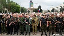 Armed pro-Russian separatists of the self-proclaimed Donetsk People's Republic pledge an oath during a ceremony in the city of Donetsk June 21, 2014. Ukrainian President Petro Poroshenko on Friday ordered a seven-day ceasefire in the fight against pro-Russian separatists, but also warned them they could face death if they did not use the time to put down their guns. REUTERS/Shamil Zhumatov (UKRAINE - Tags: POLITICS CIVIL UNREST TPX IMAGES OF THE DAY)