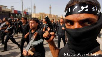 شبهنظامیان شعیه عراق خود را برای رویارویی با داعش آماده میکنند
