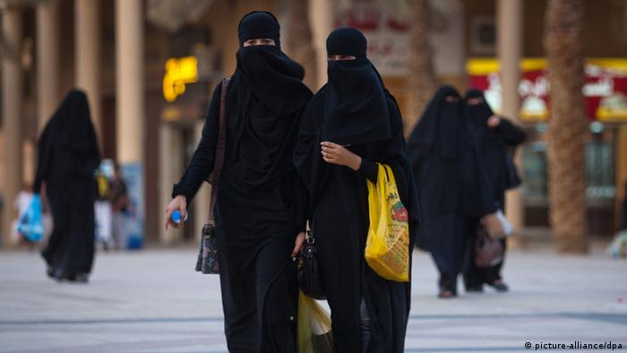 Veiled women in Saudi Arabia. Copyright: Michael Kappeler / dpa