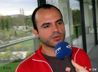 Derakhshan giving an interview to Deutsche Welle in 2005